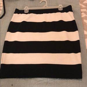 Size L black and white ELLE skirt